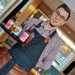 Barchef Jesper Linder med personal hälsar er varmt välkommen till SM-helgen på Eat &Meet